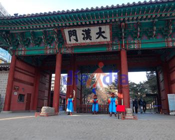 Entrada a DeoksuGung