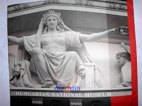 Entrada al museo nacional de Hungría