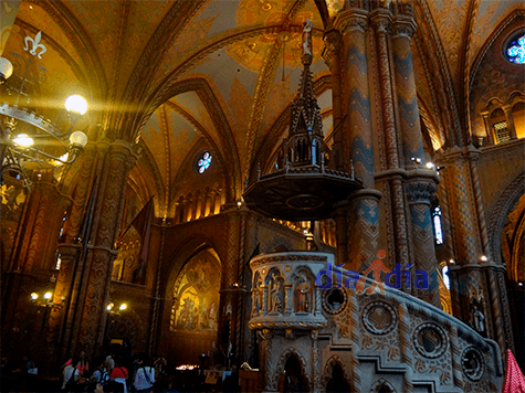 Mathias Church por dentro