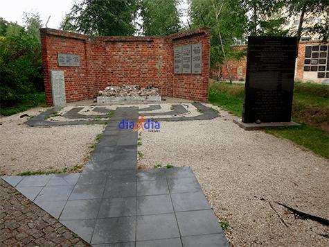 Monumento a los niños fallecidos durante el Holocausto