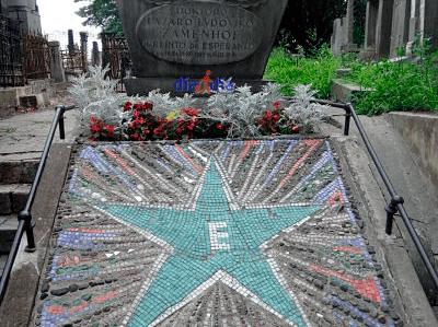 Tumba de Zamenhof en el cementerio de Varsovia
